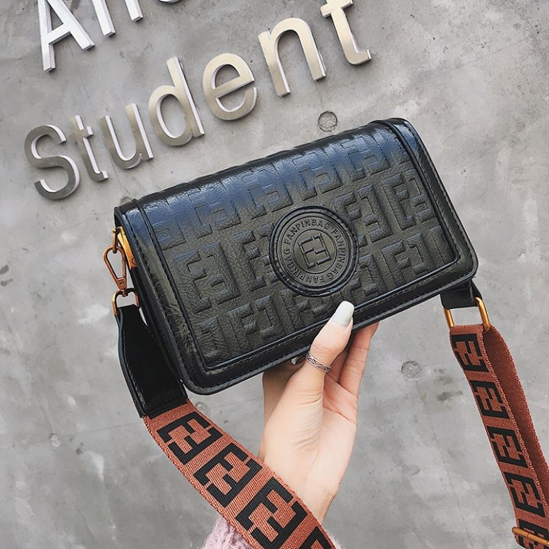 BTH8570 JKT IDR.75.000 MATERIAL PU SIZE L22XH13XW10CM WEIGHT 550GR COLOR BLACK