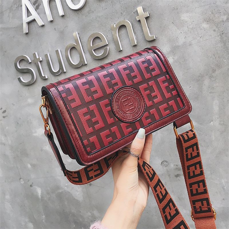 BTH8570 JKT IDR.75.000 MATERIAL PU SIZE L22XH13XW10CM WEIGHT 550GR COLOR WINE