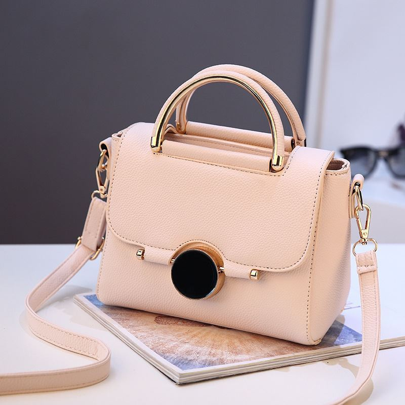 BTH9085 JKT IDR.83.000 MATERIAL PU SIZE L22XH16XW12CM WEIGHT 700GR COLOR BEIGE
