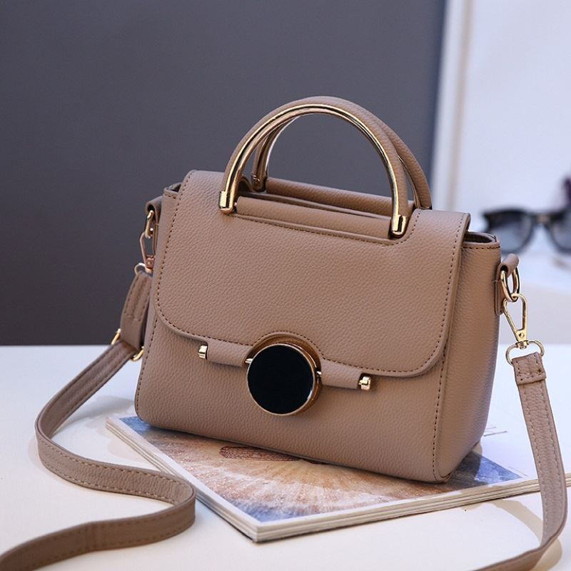 BTH9085 JKT IDR.95.000 MATERIAL PU SIZE L22XH16XW12CM WEIGHT 700GR COLOR KHAKI