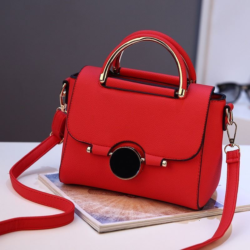 BTH9085 JKT IDR.95.000 MATERIAL PU SIZE L22XH16XW12CM WEIGHT 700GR COLOR RED