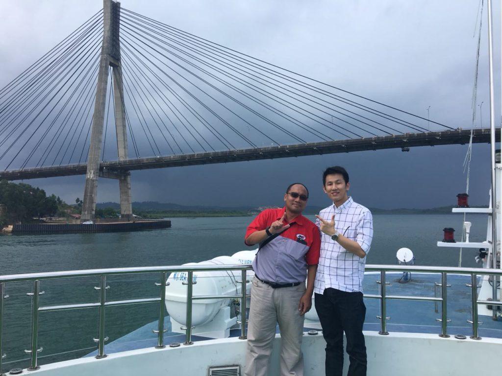 Foto bersama pak Zulfan dari JNE Pusat di acara JLC Member Reward