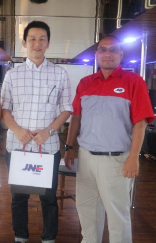 GrosirImpor.com mendapatkan pengharga sebagai pelanggan JNE dengan poin tertinggi kota Batam
