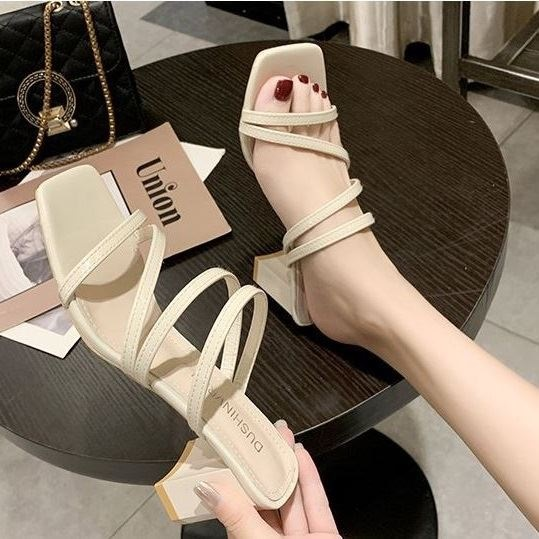 JSH19308 IDR.160.000 MATERIAL PU HEEL 6 CM COLOR WHITE WEIGHT 700GR SIZE 35,36,37,38,39