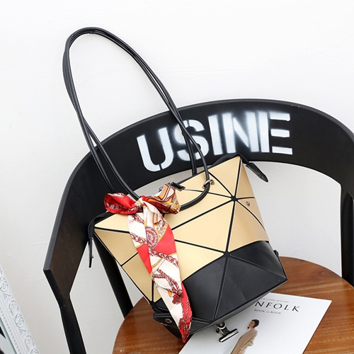JT001 IDR.195.000 MATERIAL PU SIZE L31XH26XW18CM WEIGHT 450GR COLOR GOLD