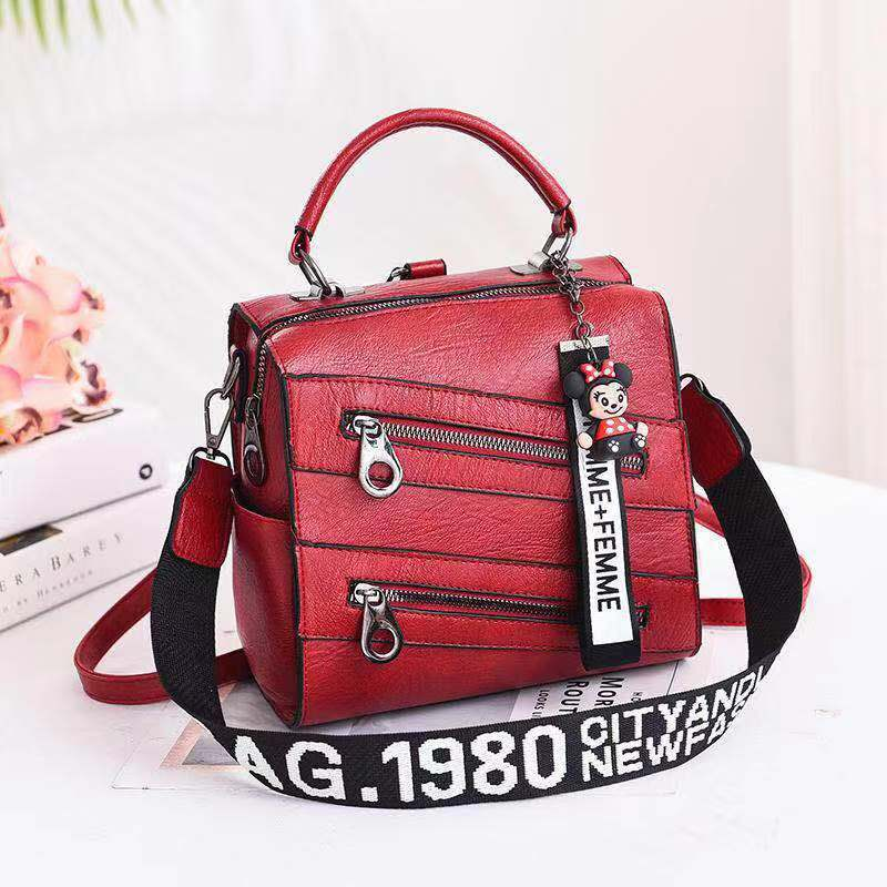 JT003 IDR.162.000 MATERIAL PU SIZE L21XH20XW13CM WEIGHT 750GR COLOR RED