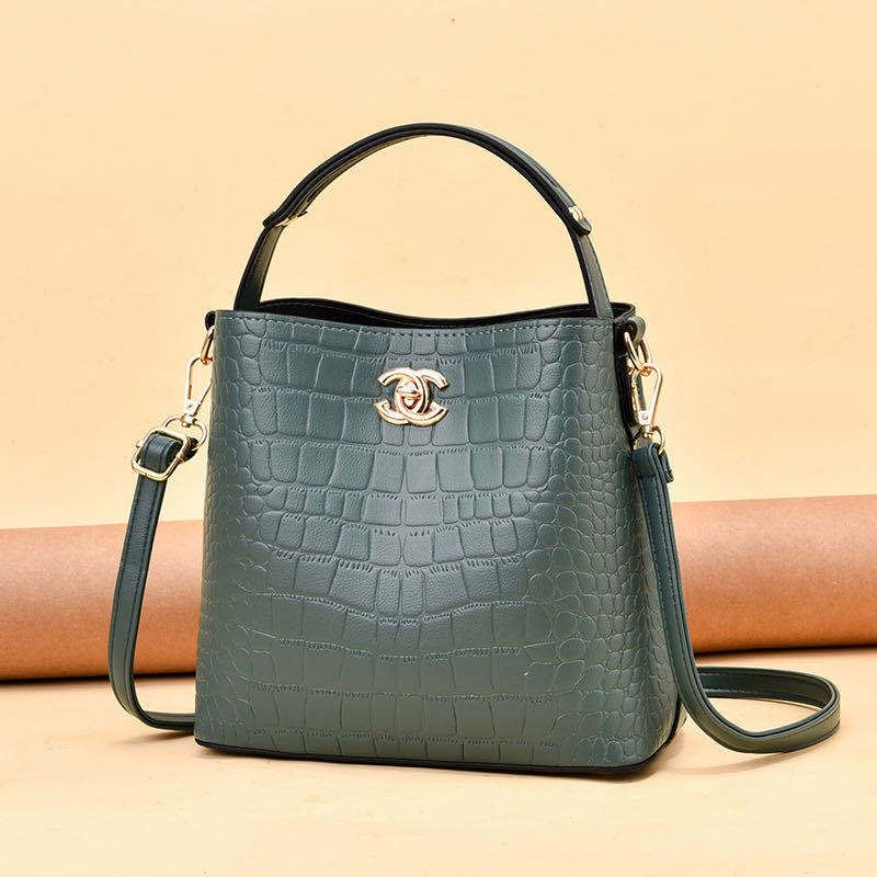 JT00819 IDR.180.000 MATERIAL PU SIZE L22XH20XW8CM WEIGHT 600GR COLOR GREEN