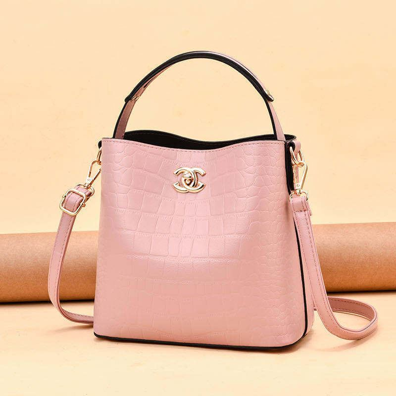 JT00819 IDR.180.000 MATERIAL PU SIZE L22XH20XW8CM WEIGHT 600GR COLOR PINK