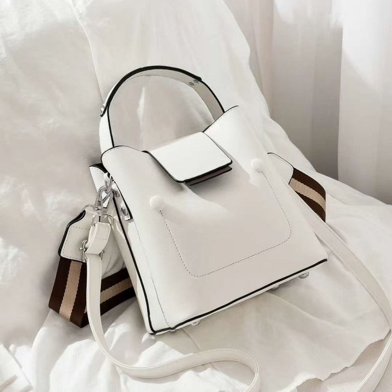 JT01419 IDR.171.000 MATERIAL PU SIZE L19XH20XW12CM WEIGHT 700GR COLOR BEIGE