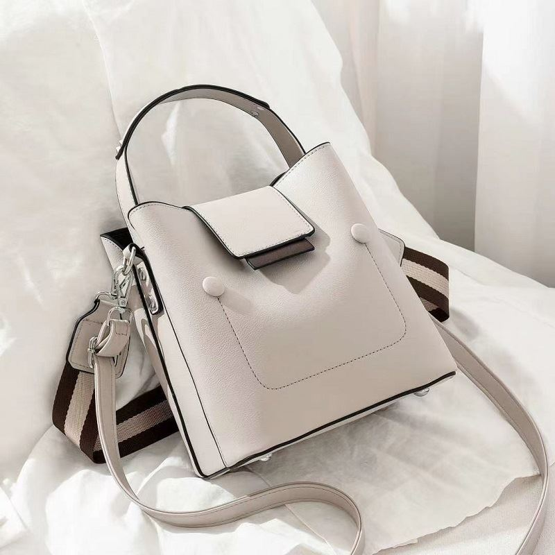 JT01419 IDR.171.000 MATERIAL PU SIZE L19XH20XW12CM WEIGHT 700GR COLOR GRAY
