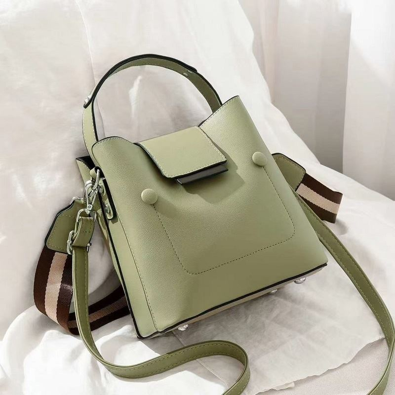 JT01419 IDR.171.000 MATERIAL PU SIZE L19XH20XW12CM WEIGHT 700GR COLOR GREEN
