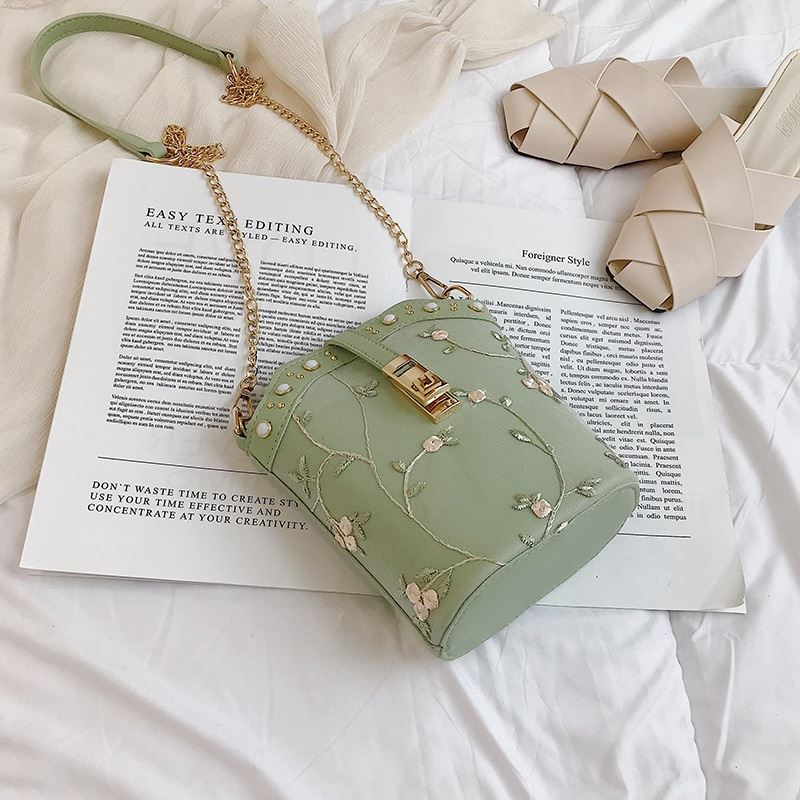 JT017 IDR.120.000 MATERIAL PU SIZE L18XH20XW9.5CM WEIGHT 400GR COLOR GREEN