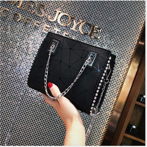 JT01747 IDR.155.000 MATERIAL PU SIZE L19XH16XW6CM WEIGHT 500GR COLOR BLACK