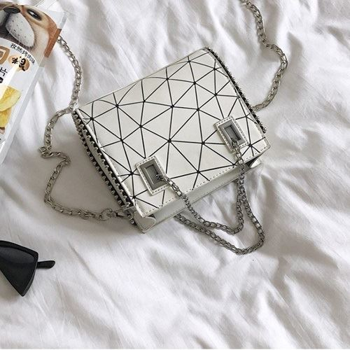 JT01747 IDR.162.000  MATERIAL PU SIZE L19XH16XW6CM WEIGHT 500GR COLOR WHITE