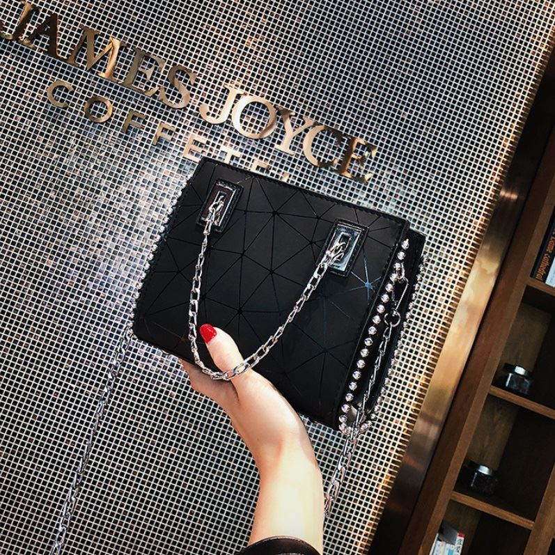 JT01747 IDR.165.000  MATERIAL PU SIZE L19XH16XW6CM WEIGHT 500GR COLOR BLACK