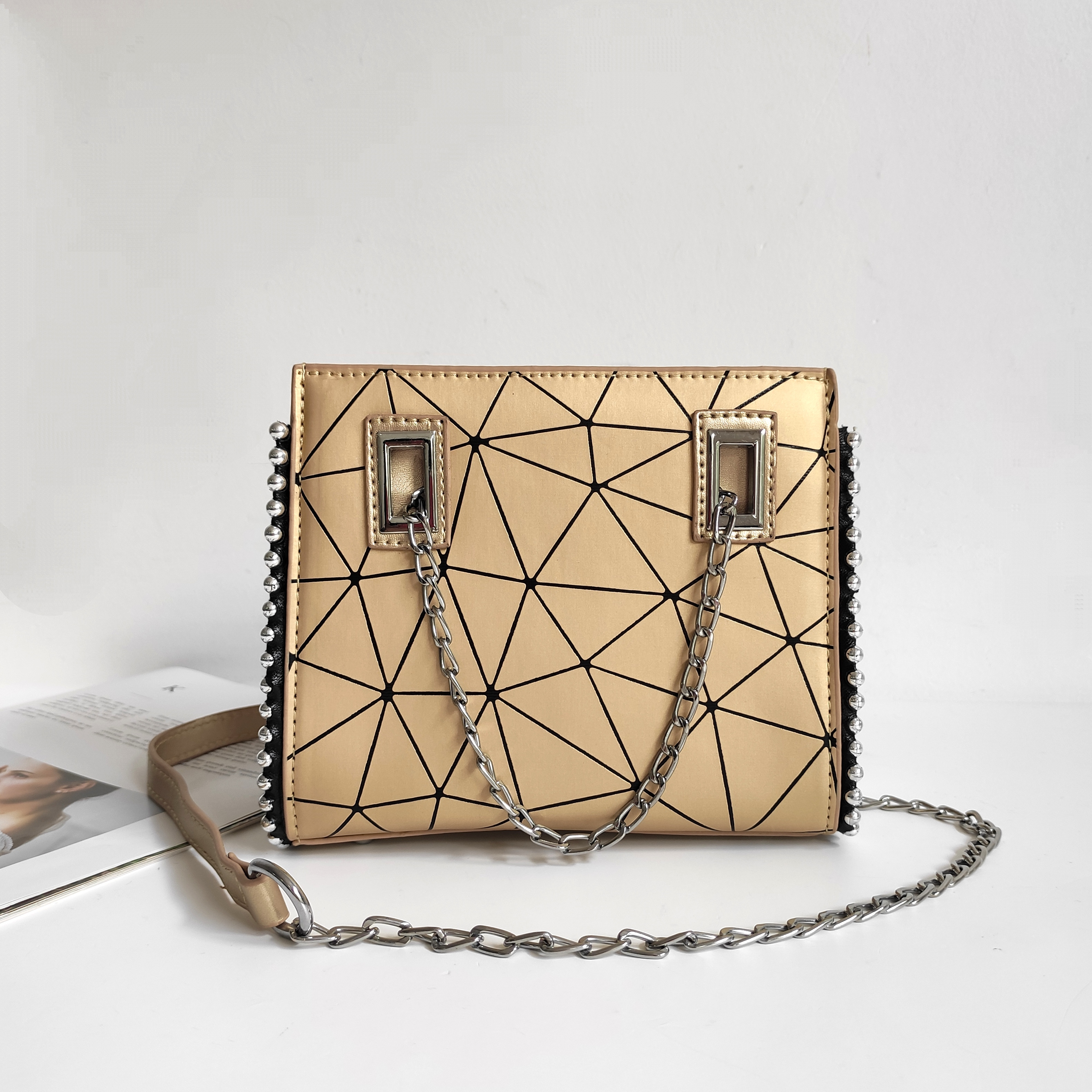 JT01747 IDR.165.000 MATERIAL PU SIZE L19XH16XW6CM WEIGHT 500GR COLOR GOLD