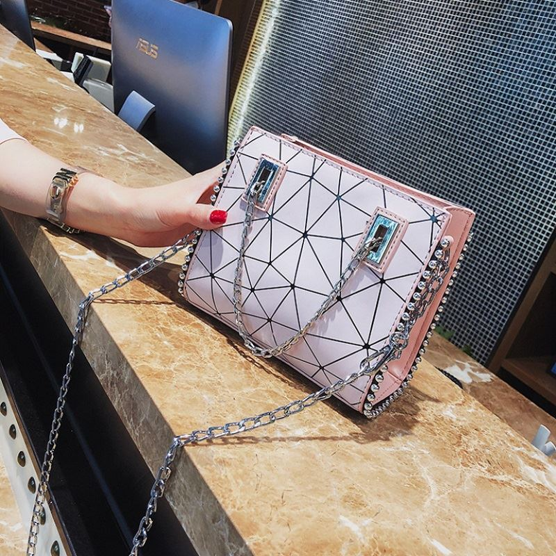 JT01747 IDR.165.000 MATERIAL PU SIZE L19XH16XW6CM WEIGHT 500GR COLOR PINK