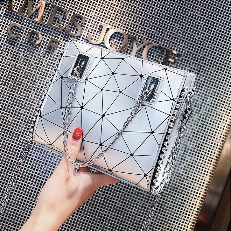JT01747 IDR.165.000 MATERIAL PU SIZE L19XH16XW6CM WEIGHT 500GR COLOR SILVER