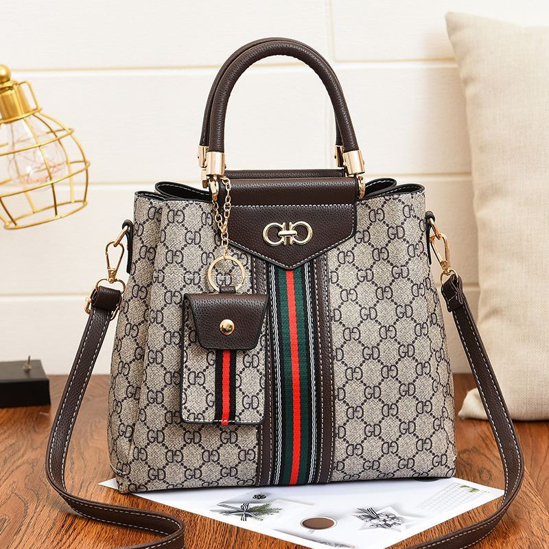 JT01868 (2IN1) IDR.185.000 MATERIAL PU SIZE L28XH24XW12CM WEIGHT 750GR COLOR COFFEE