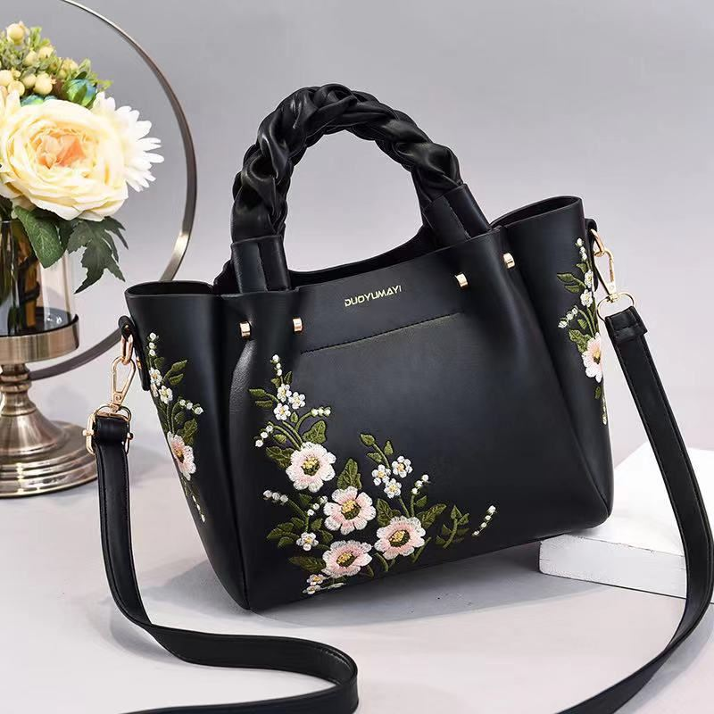 JT01875 IDR.187.000 MATERIAL PU SIZE L22XH20XL12CM WEIGHT 800GR COLOR BLACK