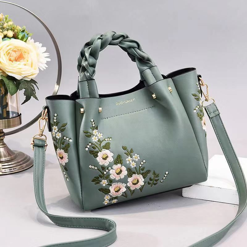 JT01875 IDR.187.000 MATERIAL PU SIZE L22XH20XL12CM WEIGHT 800GR COLOR GREEN