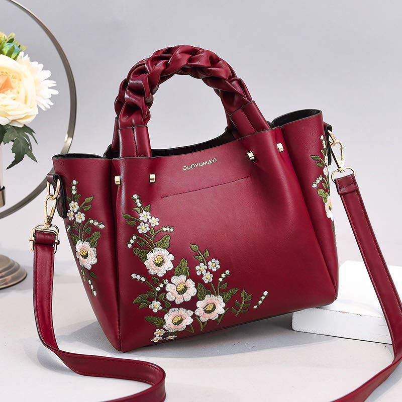 JT01875 IDR.187.000 MATERIAL PU SIZE L22XH20XL12CM WEIGHT 800GR COLOR WINE