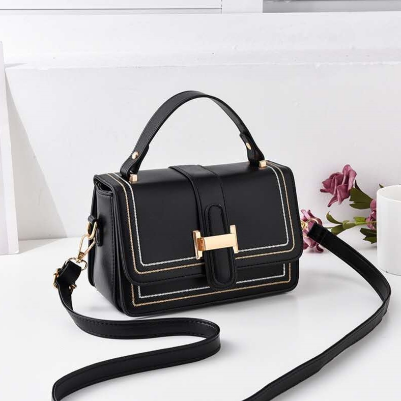 JT0188 IDR.173.000 MATERIAL PU SIZE L21XH13XW11CM WEIGHT 400GR COLOR BLACK