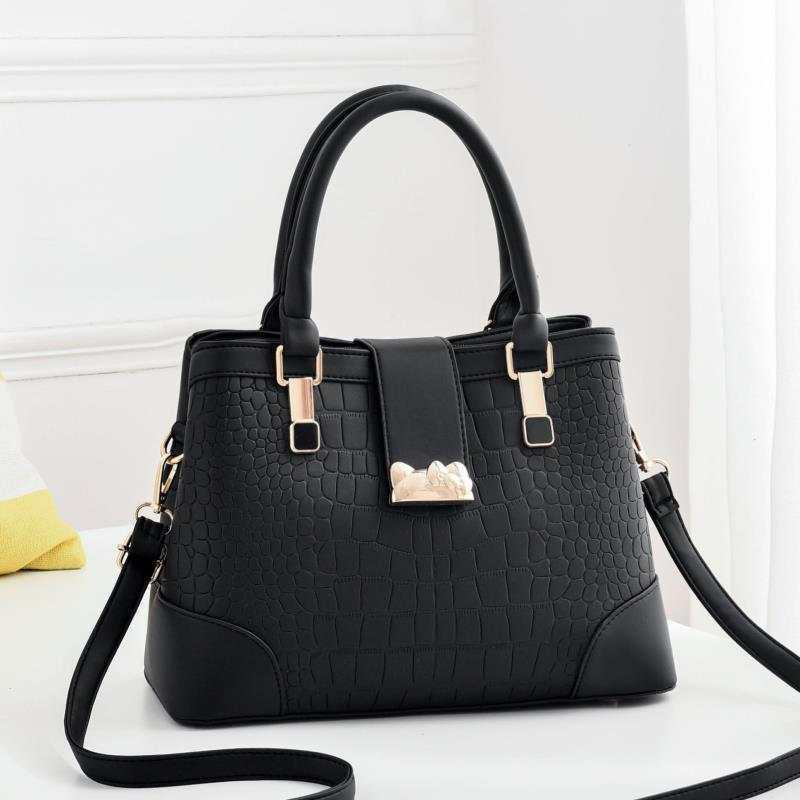 JT01913 IDR.185.000 MATERIAL PU SIZE L31XH22XW13CM WEIGHT 850GR COLOR BLACK