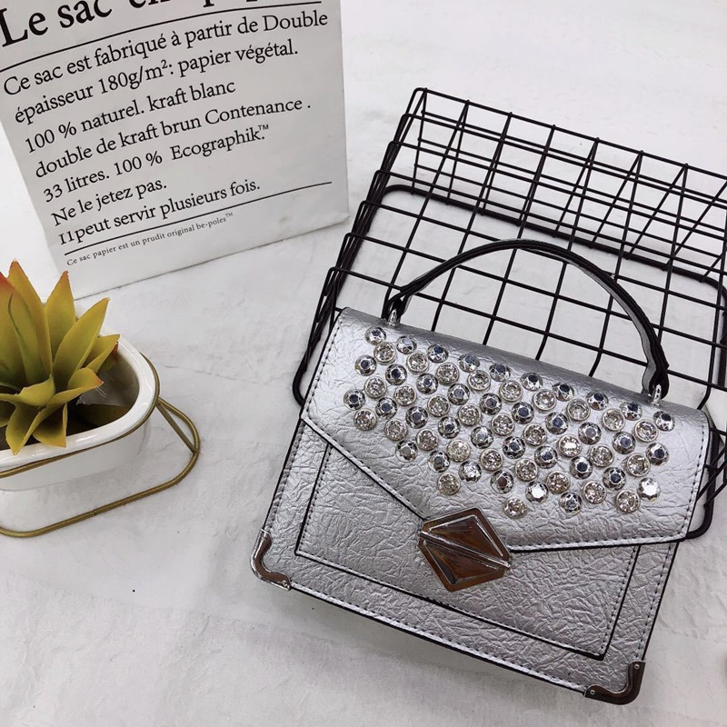 JT019541 IDR.170.000 MATERIAL PU SIZE WEIGHT COLOR SILVER
