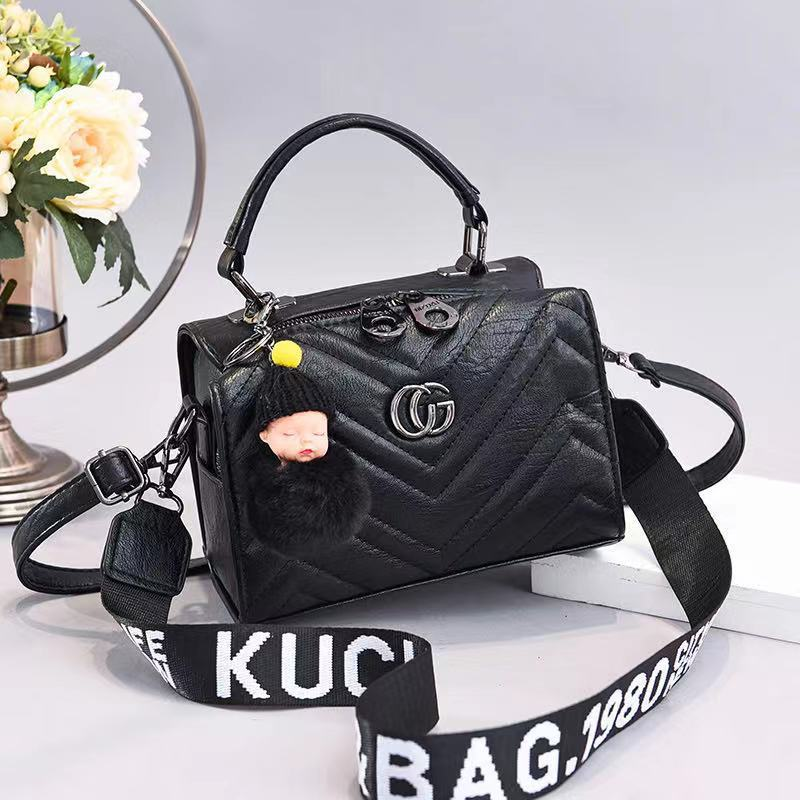 JT0201 IDR.162.000 MATERIAL PU SIZE L21XH15XW14CM WEIGHT 550GR COLOR BLACK