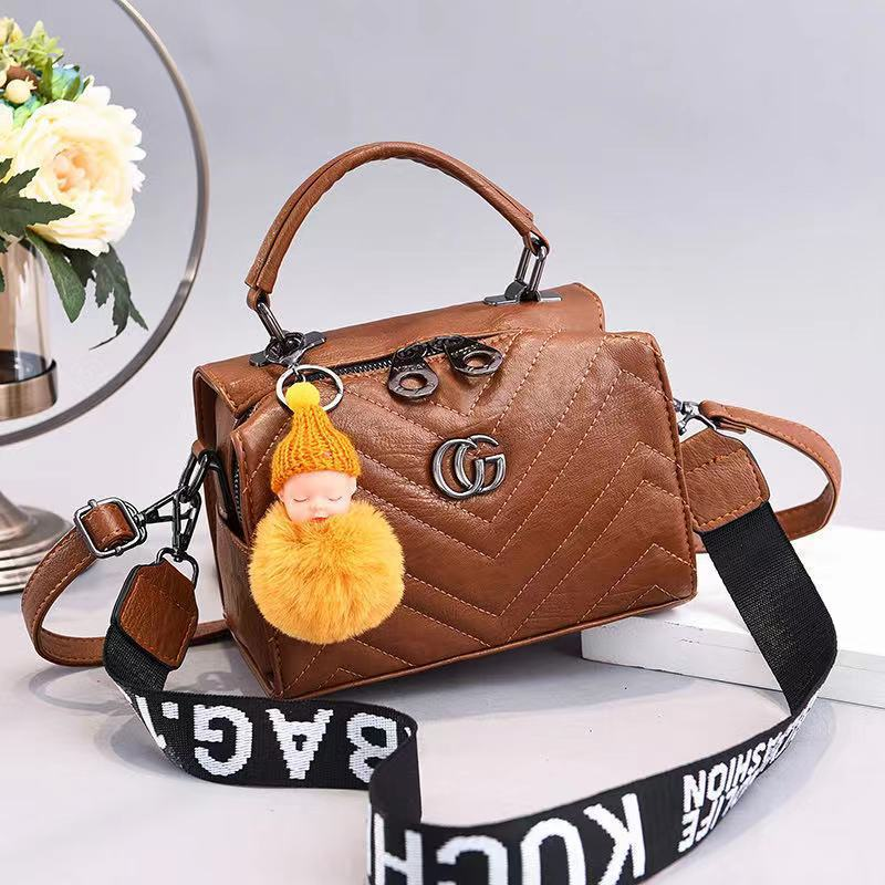 JT0201 IDR.162.000 MATERIAL PU SIZE L21XH15XW14CM WEIGHT 550GR COLOR KHAKI