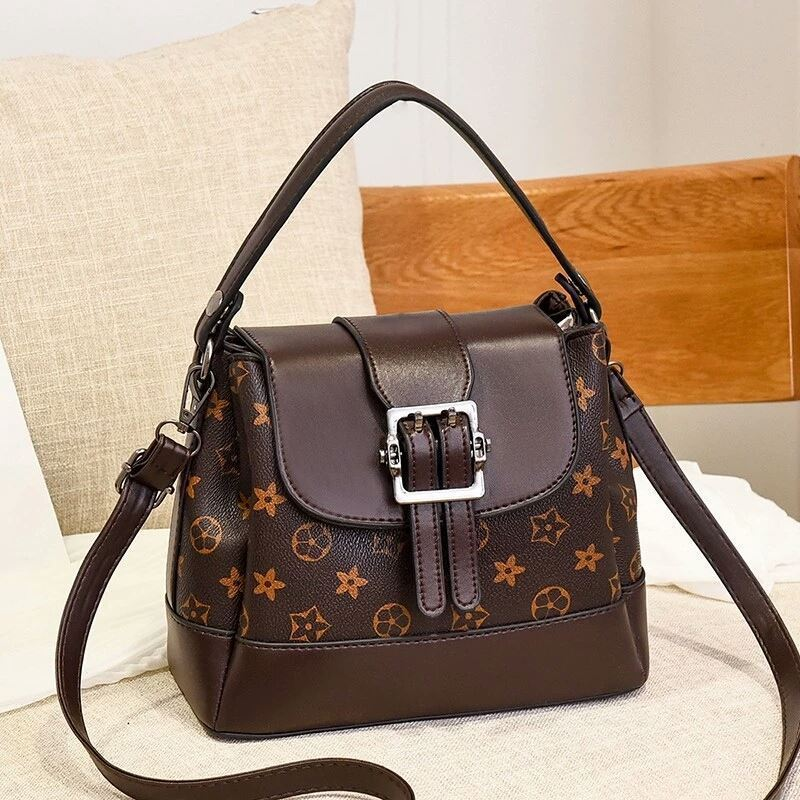 JT0216 IDR.180.000 MATERIAL PU SIZE L23XH19XW11CM WEIGHT 650GR COLOR COFFEEFLOWER