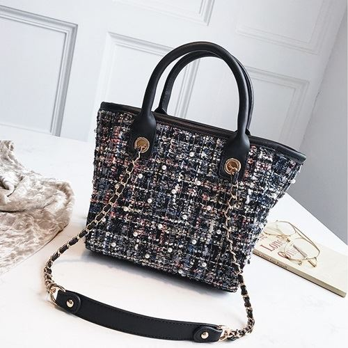 JT022 IDR.159.000 MATERIAL MAONI SIZE L20XH21XW11CM WEIGHT 700GR COLOR BLACK