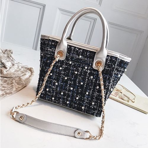 JT022 IDR.159.000 MATERIAL MAONI SIZE L20XH21XW11CM WEIGHT 700GR COLOR SILVER