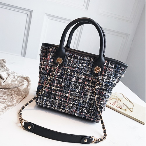 JT022 IDR.168.000 MATERIAL MAONI SIZE L20XH21XW11CM WEIGHT 650GR COLOR BLACK