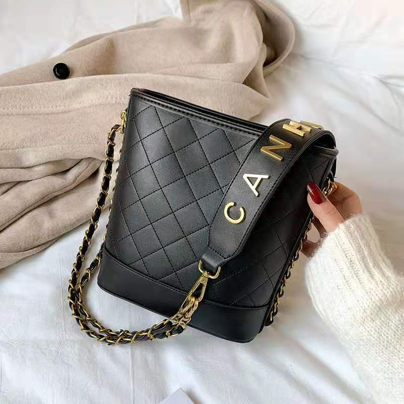 JT0237 IDR.159.000 MATERIAL PU SIZE L20XH22XW10CM WEIGHT 750GR COLOR BLACK