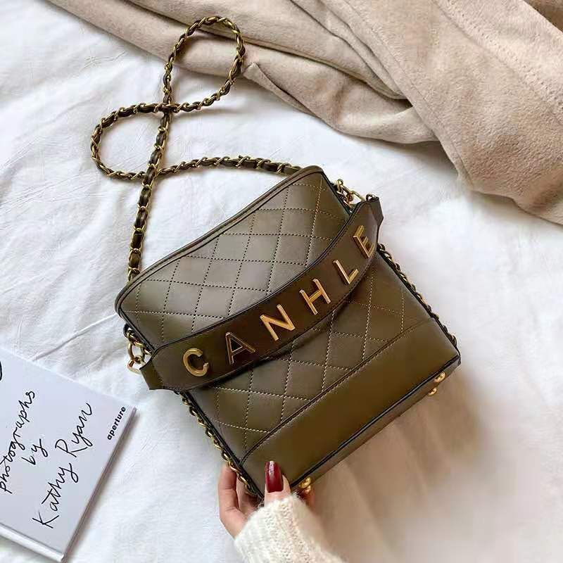 JT0237 IDR.159.000 MATERIAL PU SIZE L20XH22XW10CM WEIGHT 750GR COLOR DARKGREEN