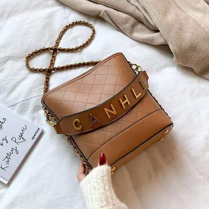 JT0237 IDR.165.000 MATERIAL PU SIZE L20XH22XW10CM WEIGHT 750GR COLOR KHAKIBROWN