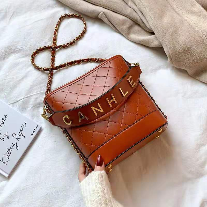 JT0237 IDR.165.000 MATERIAL PU SIZE L20XH22XW10CM WEIGHT 750GR COLOR YELLOWBROWN