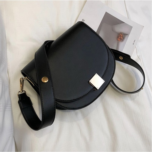 JT026 IDR.170.000 MATERIAL PU SIZE L22.5XH19.5XW8CM WEIGHT 550GR COLOR BLACK