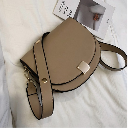 JT026 IDR.170.000 MATERIAL PU SIZE L22.5XH19.5XW8CM WEIGHT 550GR COLOR KHAKI