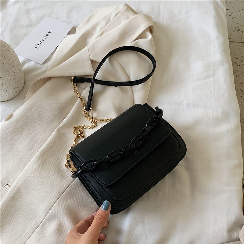 JT03246 IDR.166.000 MATERIAL PU SIZE L16XH15XW8CM WEIGHT 500GR COLOR BLACK