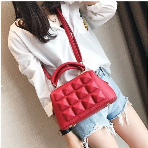 JT033 IDR.175.000 MATERIAL PU SIZE L23XH17XW12CM WEIGHT 750GR COLOR RED