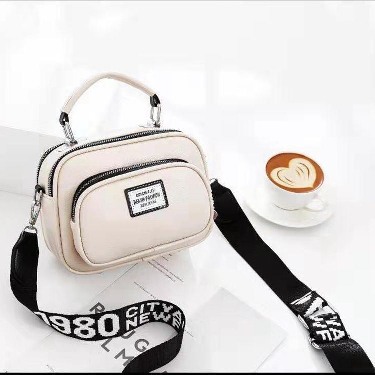 JT0400 IDR.159.000 MATERIAL PU SIZE L21XH16XW10CM WEIGHT 550GR COLOR BEIGE