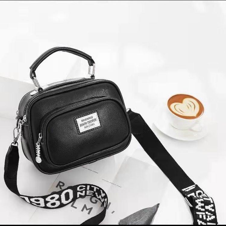 JT0400 IDR.159.000 MATERIAL PU SIZE L21XH16XW10CM WEIGHT 550GR COLOR BLACK