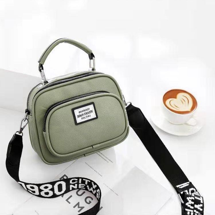 JT0400 IDR.159.000 MATERIAL PU SIZE L21XH16XW10CM WEIGHT 550GR COLOR GREEN