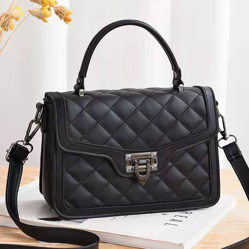 JT0408 IDR.177.000 MATERIAL PU SIZE L21XH15XW8CM WEIGHT 700GR COLOR BLACK