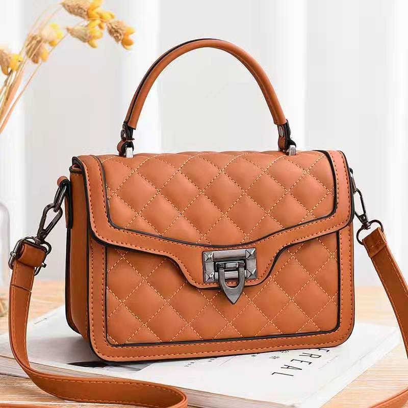 JT0408 IDR.177.000 MATERIAL PU SIZE L21XH15XW8CM WEIGHT 700GR COLOR BROWN