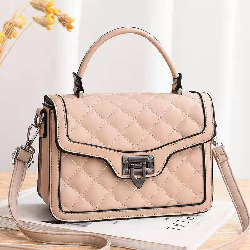 JT0408 IDR.177.000 MATERIAL PU SIZE L21XH15XW8CM WEIGHT 700GR COLOR KHAKI