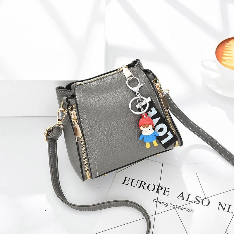 JT062B IDR.159.000 MATERIAL PU SIZE L17XH16XW11CM WEIGHT 550GR COLOR GRAY